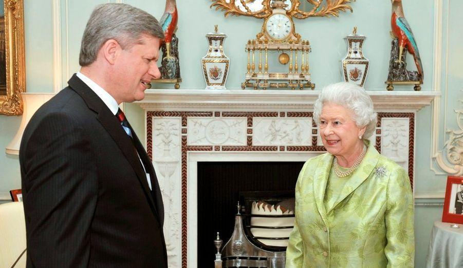 Le premier ministre canadien Stephen Harper et la reine Elisabeth