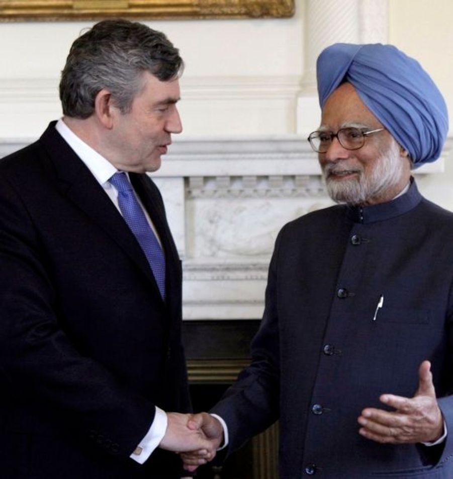 Les premiers ministres britannique et indien, Gordon Brown et Manmohan Singh