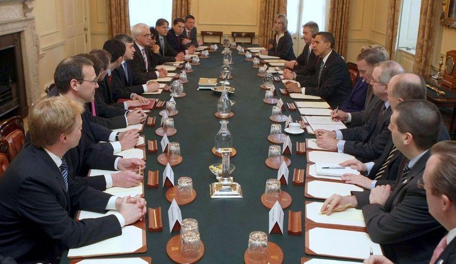 Réunion de travail entre Barack Obama et Gordon Brown, et leurs équipes