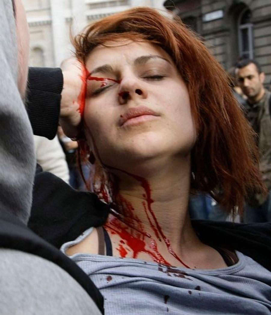 Jeune femme blessée