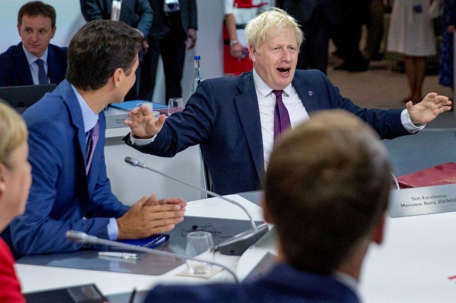 Boris Johnson échange avec ses homologues du G7, dimanche à Biarritz.