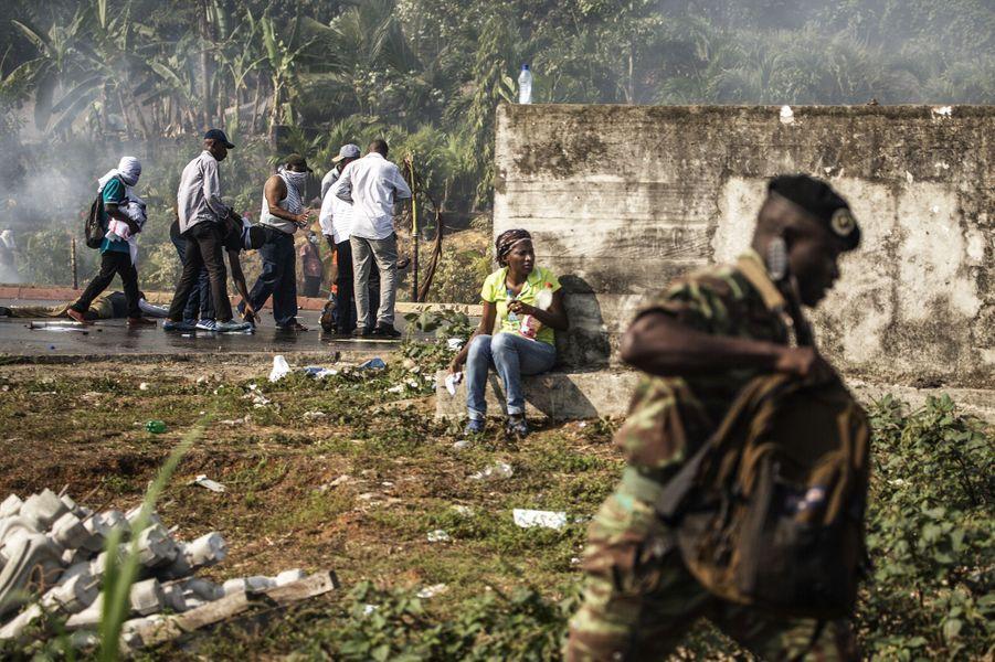 Des émeutes ont éclaté à Libreville, au Congo, après l'annonce de la réélection d'Ali BongoOndimba, mercredi 31 août.