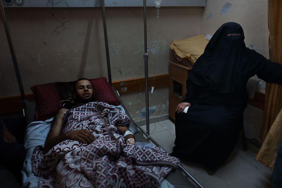 Mohamed Shabet (26 ans) a été blessé a la manifestation de lundi. Son frère et son père ont eux aussi été blessés.