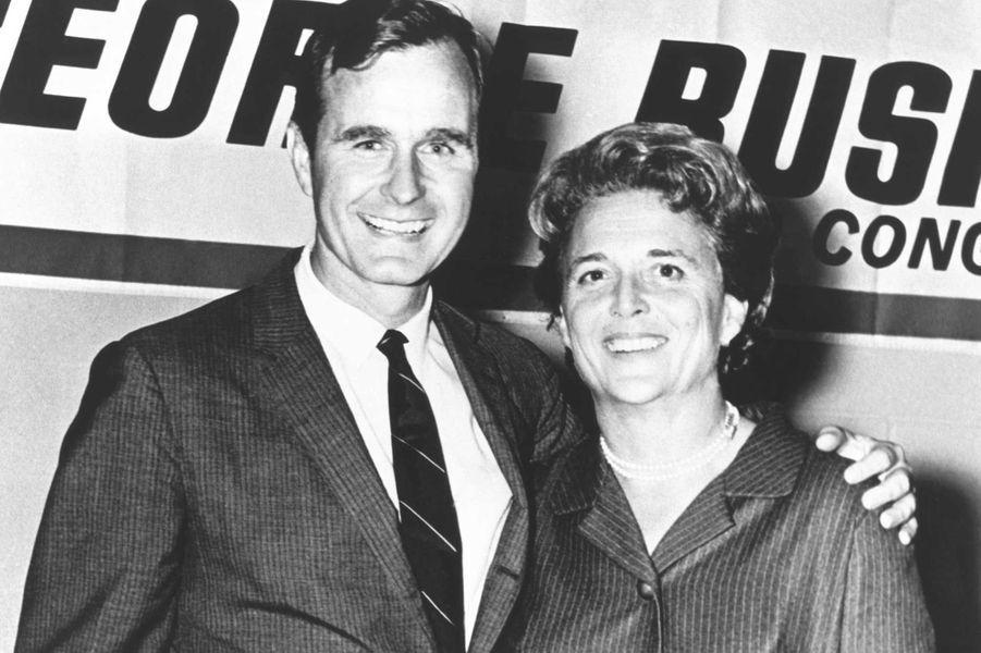 George W. H. Bush et sa femme Barbara lors de sa campagne pour le Congrès américain en 1960