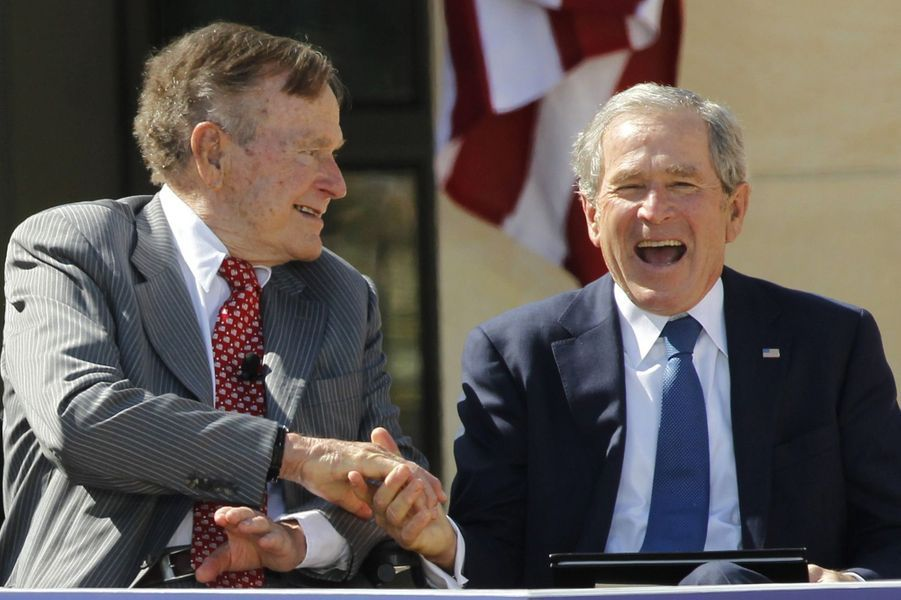 George H. W. Bush et son fils George W. Bush en avril 2013