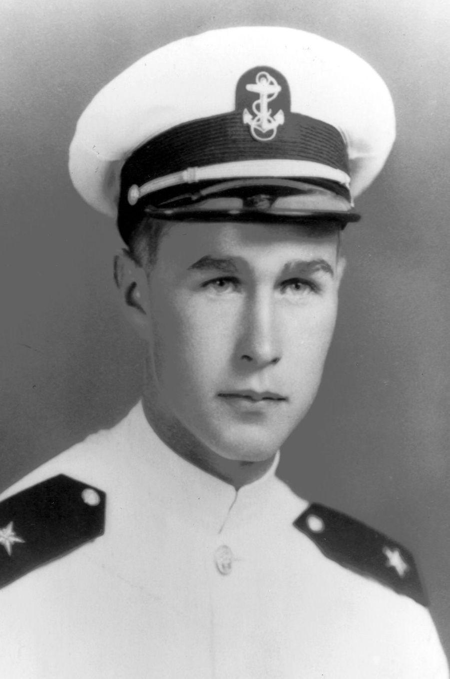 George H. W. Bush jeune cadet dans la Navy en 1943