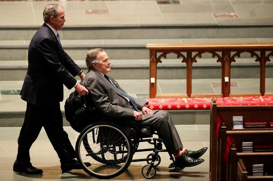 George W Bush et son pere George H W Bush aux funerailles de Barbara Bush a Houston en avril 2018