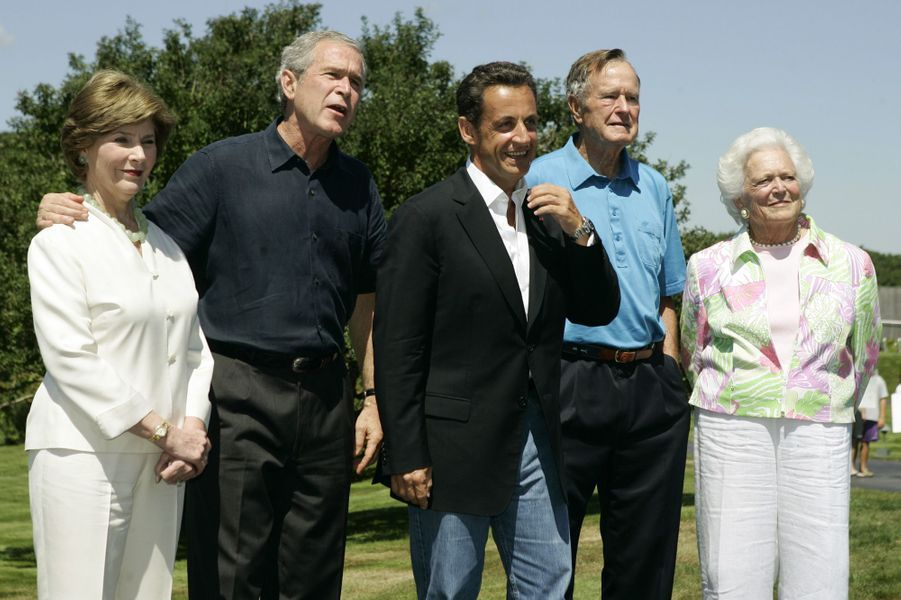 Laura Bush George W. Bush Nicolas Sarkozy George H. W. Bush et Barbara Bush en aout 2007
