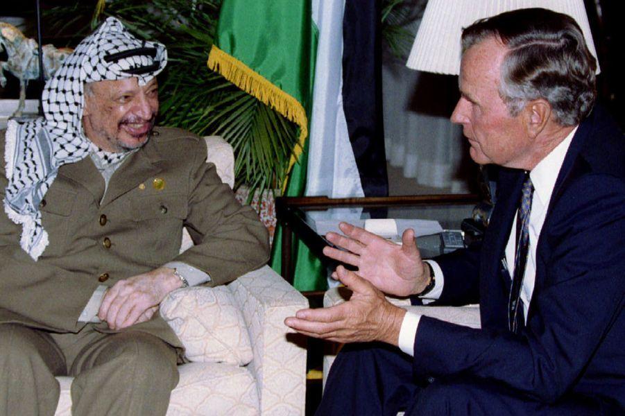 Yasser Arafat et George H W Bush en septembre 1993