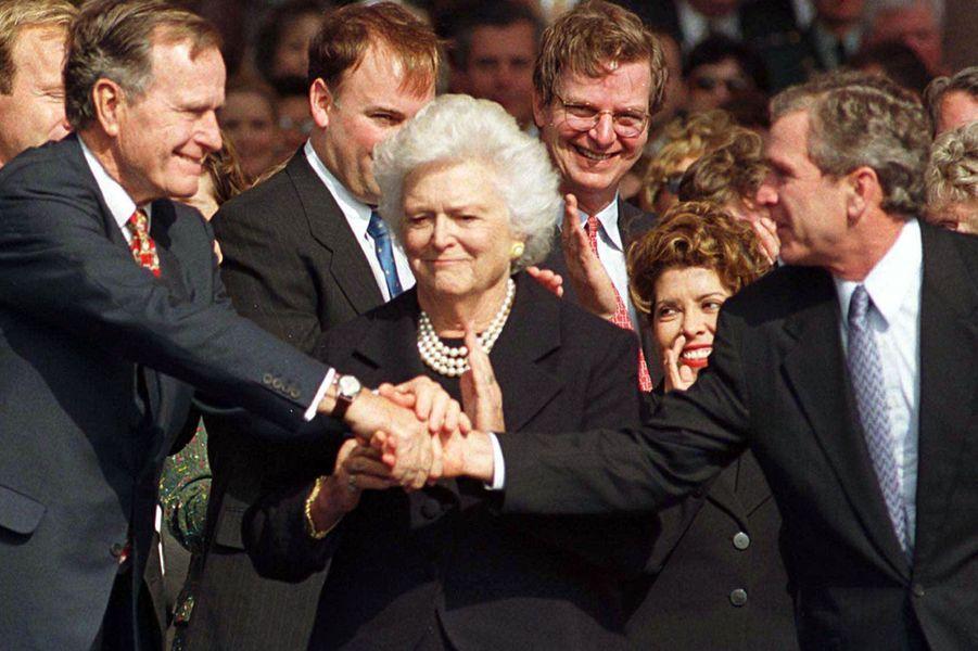 Avec leur fils George W. Bush en 2000