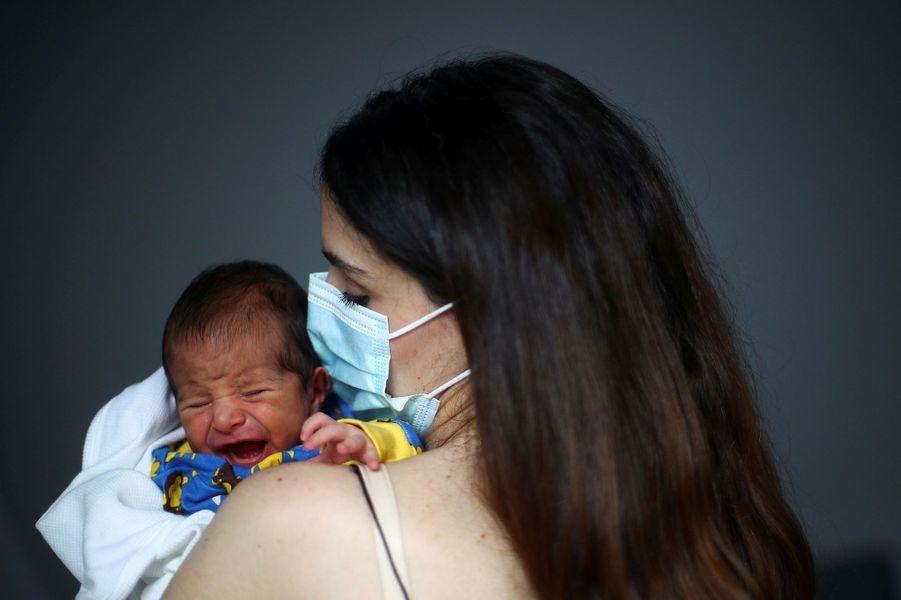 Georges, le bébé miracle des explosions de Beyrouth, est de retour à la maison.