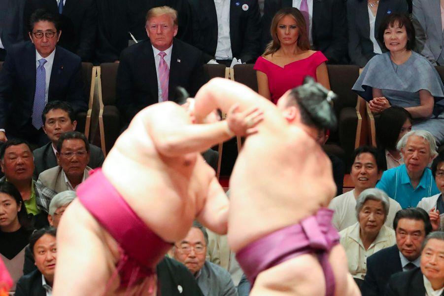 Donald et Melania Trump assistent à un tournoi de sumos à Tokyo, le 26 mai 2019.