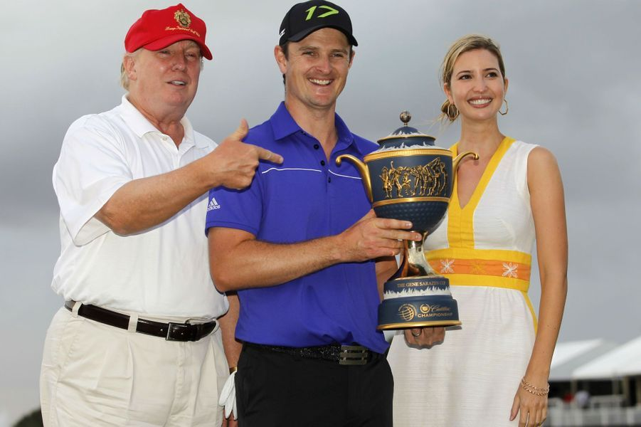 Donald et Ivanka Trump avec Justin Rose, le vainqueur duWGC-Cadillac Championship, en mars 2012.