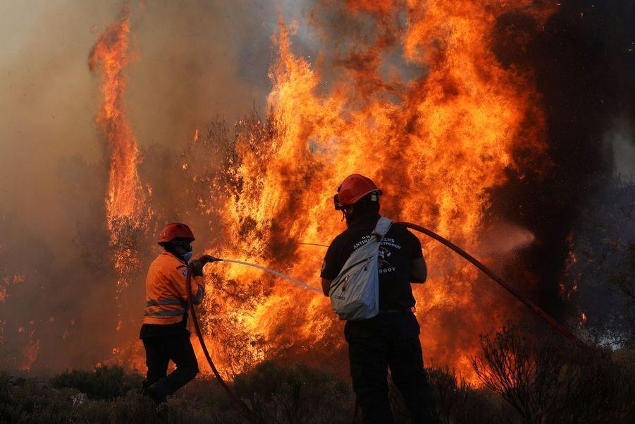 Les pompiers s'activent depuis mardi 21 juin dans l'après-midi.