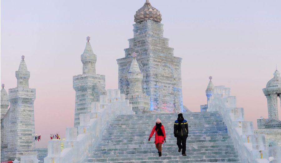 Depuis 1963, la ville de Harbin, au nord de la Chine, célèbre la culture de la glace et de la neige par un concours mondial de sculpture très impressionnant. Voici les plus belles réalisations de 2012.