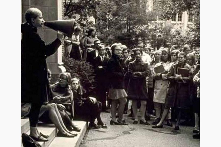 Hillary Clinton lors d'une manifestation étudiante(photo partagée sur son compte Instagram).