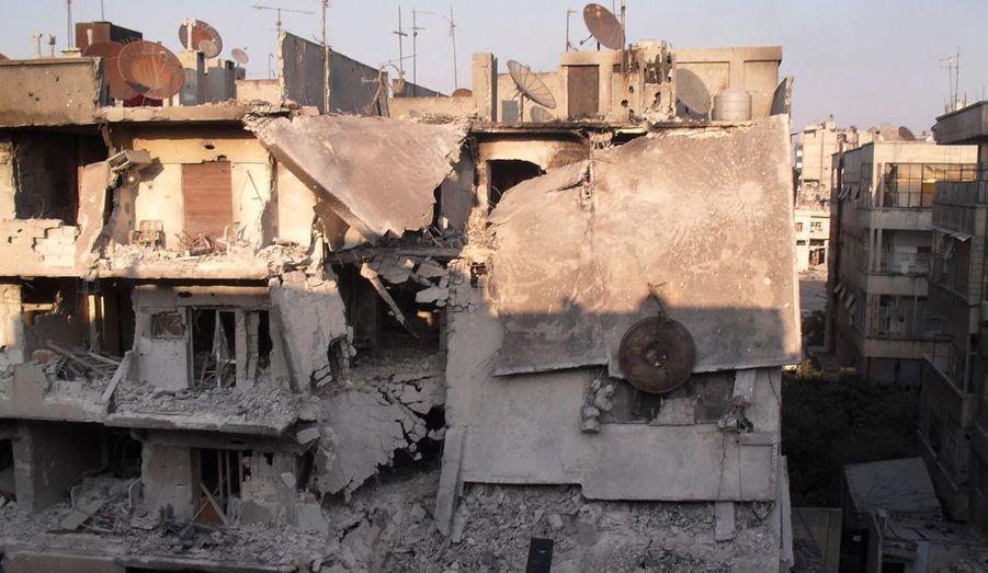 Cet immeuble a été détruit lors d'une confrontation entre les forces rebelles et l'armée syrienne, à Homs le 2 juillet.