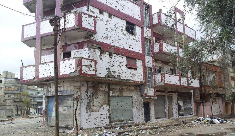 Cet immeuble du quartier de Sab Abaa, a été la cible des tirs de l'armée.