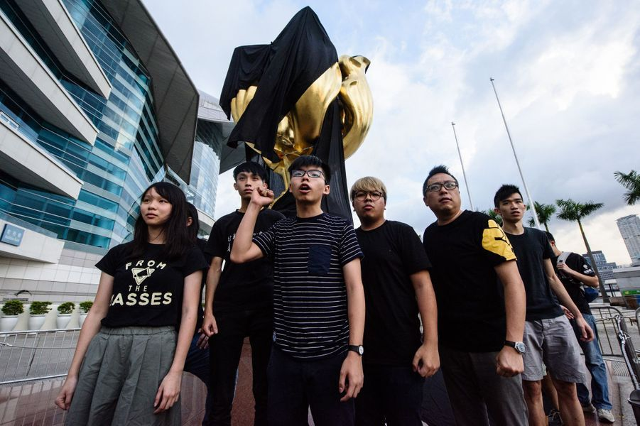 Joshua Wong en premier plan, le 26 juin 2017 à Hong Kong.