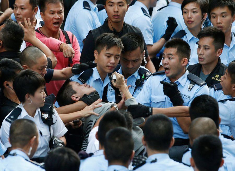 Hong Kong. Quand la manifestation dégénère