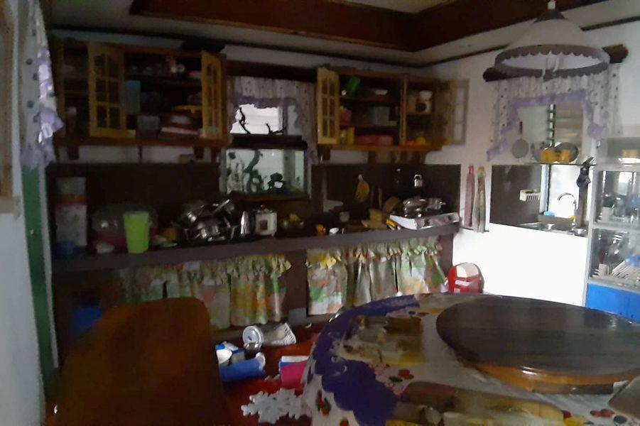 L'intérieur d'une maison, dans la province de Batanes, après les deux secousses.