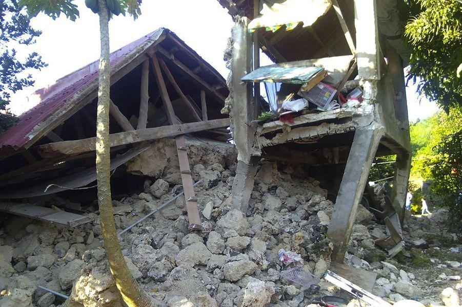 Une maison effondrée à Itbayat, dans la province de Batanes.