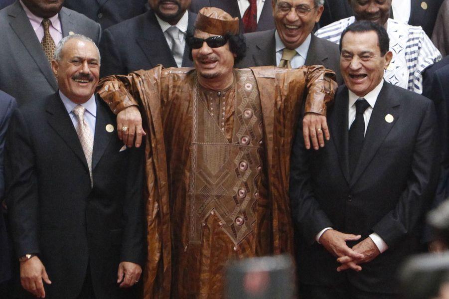 Ali Abdallah Saleh Mouammar Kadhafi et Hosni Moubarak en octobre 2010.