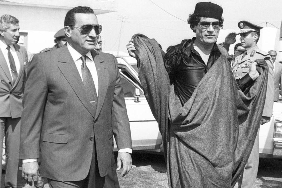 Hosni Moubarak et Mouammar Kadhafi en octobre 1989.