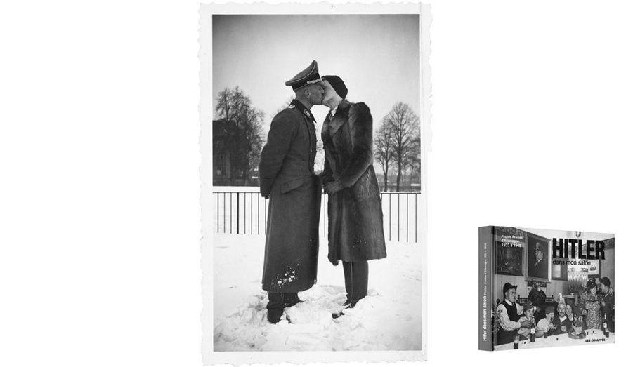 Au temps du Reich qui devait durer mille ans.Photos extraites de « Hitler dans mon salon. Photos privées d'Allemagne 1933 à 1945», de Riss, éd. Les Echappés.