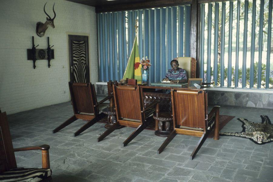 Mobutu dans son bureau, Zaïre, 1975.