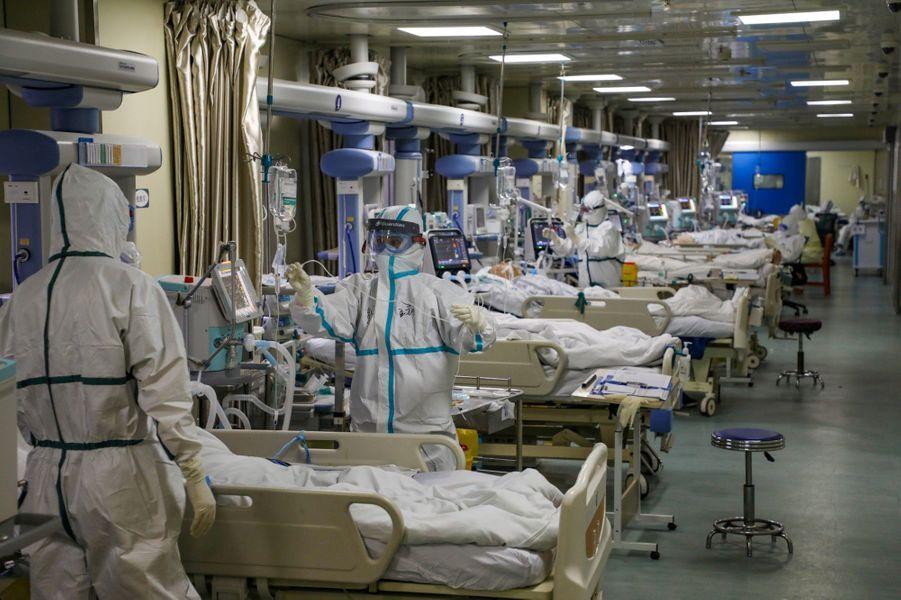 Une unité pour les malades du covid-19 dans un hôpital à Wuhan, le 6 février 2020