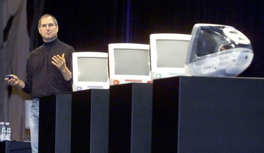 L'Américain, fondateur d'Apple, est mort le 5 octobre à 56 ans. Il reste comme un innovateur, capable de percevoir au mieux les tendances pour se les approprier. Il est ici photographié en 2000 pour la présentation de l'iMac, l'ordinateur personnel d'Apple qui marque le début d'une reconquête qui passera par l'iPod, l'iPhone puis l'iPad, autant de produits qui ont marqué ces dix dernières années.