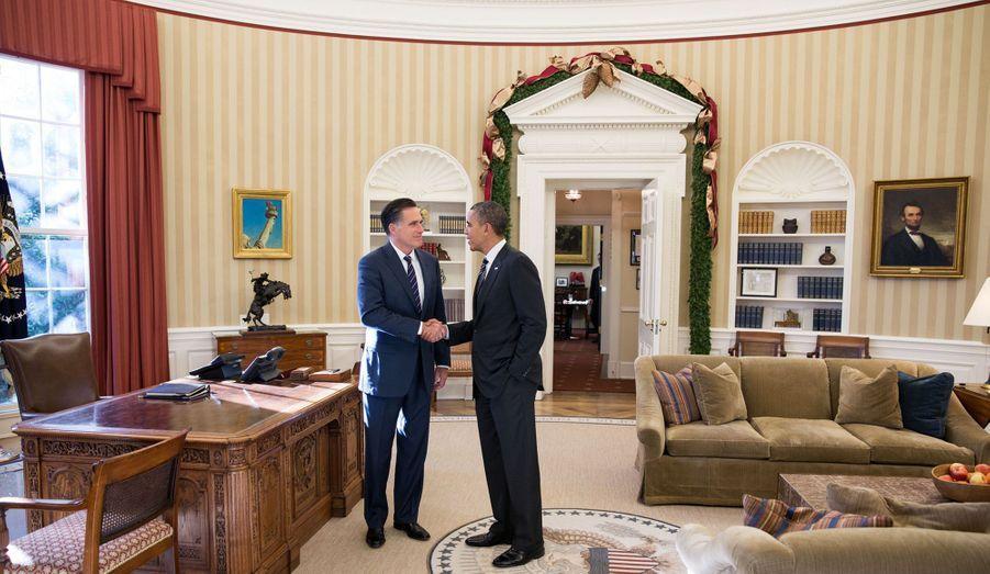 Le 29 novembre. Le président Barack Obama reçoit Mitt Romney, son rival malheureux, qualifié de « personnalité la moins influente de l'année 2012 » par le magazine « GQ ».