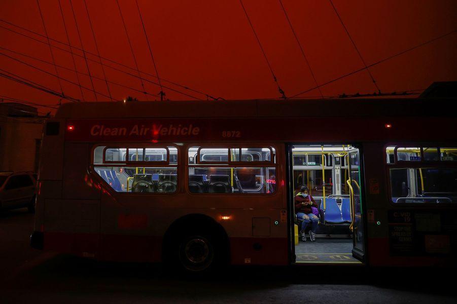Mercredi, les habitants de San Francisco se sont réveillés sous un ciel orange et étouffant.