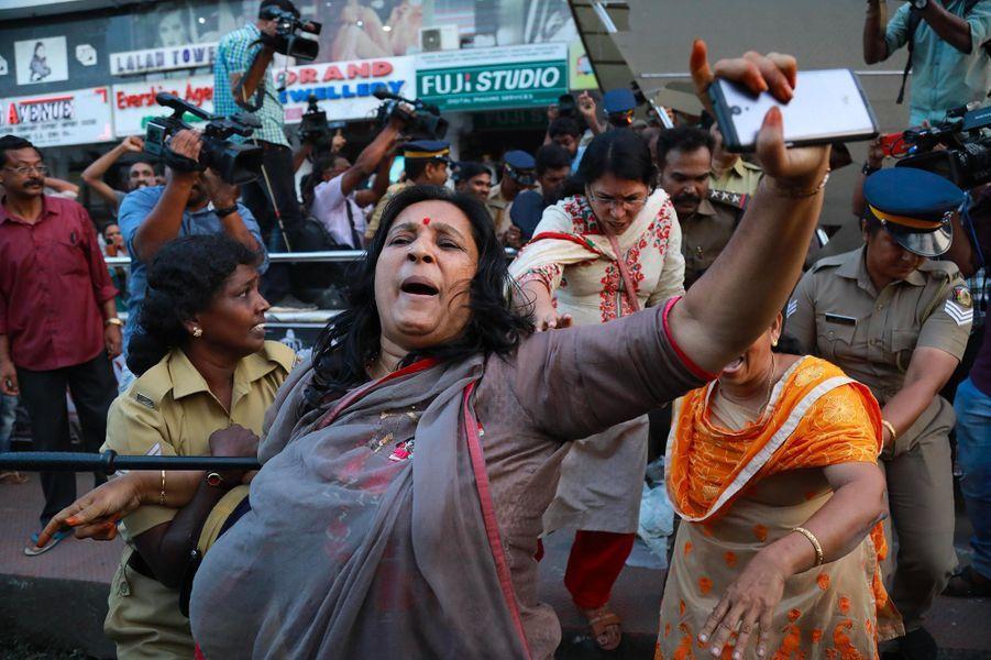 Manifestations après l'entrée de deux femmes mercredi dans le temple deSabarimala, en Inde.