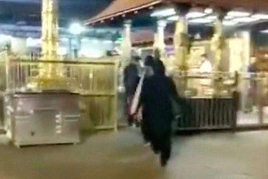 Deux femmes entrées mercredi dans le temple deSabarimala, en Inde.