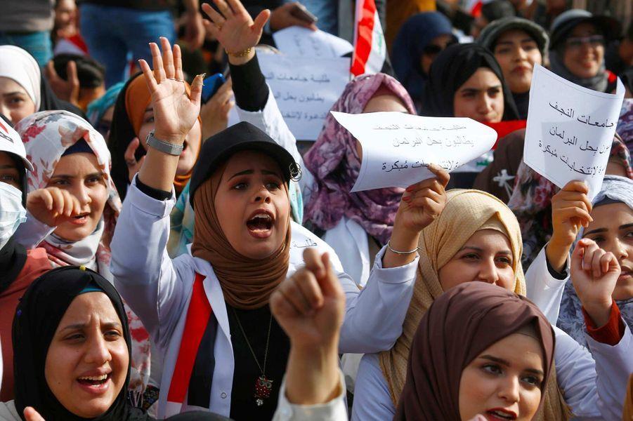 Manifestations d'étudiants à Nadjaf, en Irak, le 29 décembre 2019.