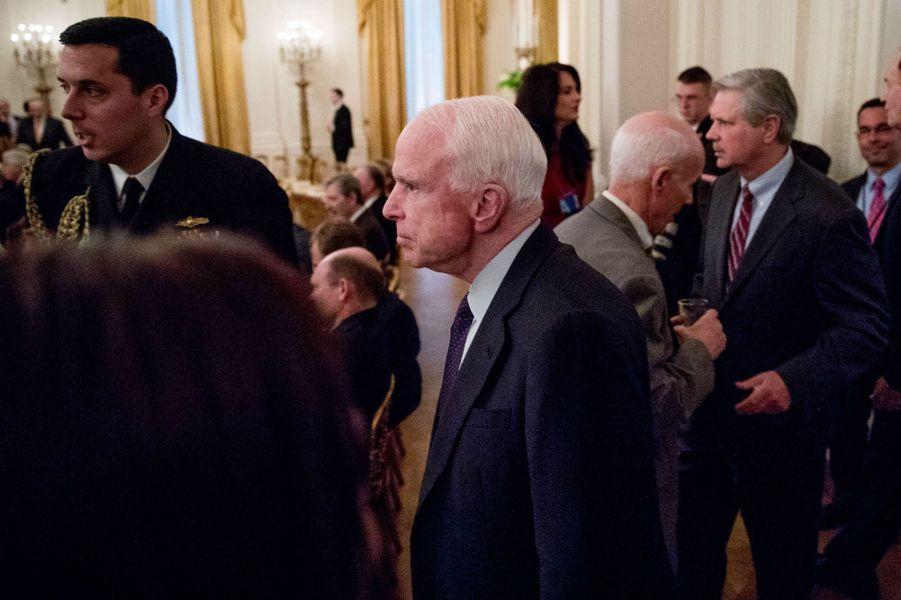 Le sénateur John McCainà la Maison Blanche, le 28 mars 2017.
