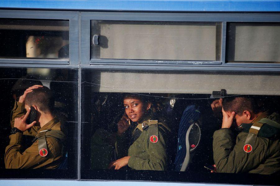 Quatre soldats israéliens ont été tués lorsqu'un camion a percuté un groupe de militaires àJérusalem-ouest, le 8 janvier 2017.