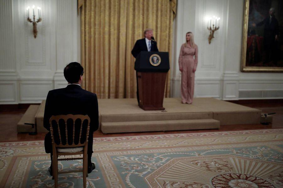 Donald et Ivanka Trump à la Maison-Blanche, le 28 avril 2020.