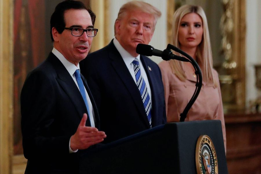 Steven Mnuchin,Donald et Ivanka Trump à la Maison-Blanche, le 28 avril 2020.