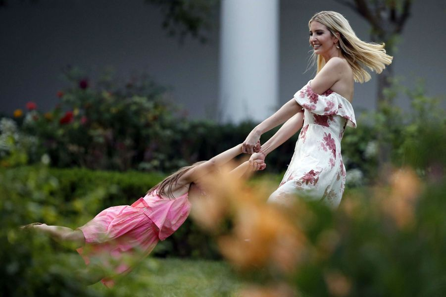 Ivanka Trump et sa fille Arabella à la Maison Blanche, le 22 juin 2017.