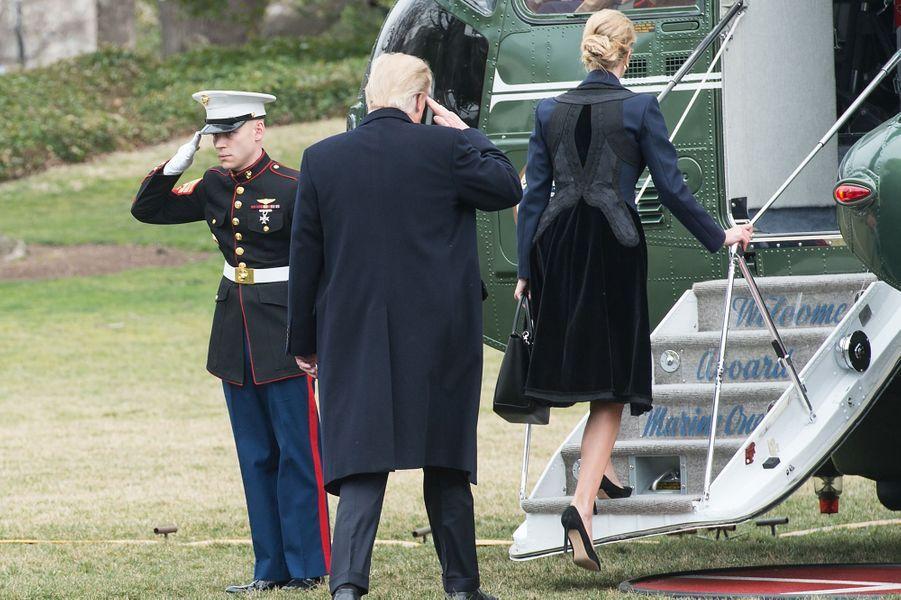 Ivanka Trump et Donald Trump quittant la Maison Blanche à bord de Marine One, le 1er février 2017.