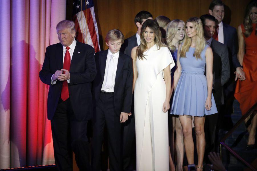 Donald Trump, Barron Trump, Melania Trump etIvanka Trump le soir de la victoire de son père, en novembre 2016.