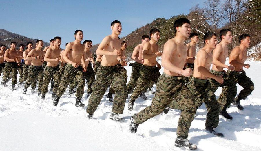 Les forces spéciales sud-coréennes s'entraînent dans le froid et des températures polaires à Pyeongchang, à l'est de Séoul.