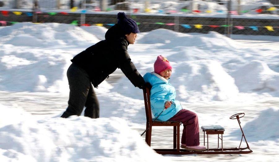 Si les températures sont parfois passées sous le seuil des -10°C en France, elles ont atteint -32°C en Chine, où des écoles ont dû fermer et où il est tombé jusqu'à trente centimètres de neige.