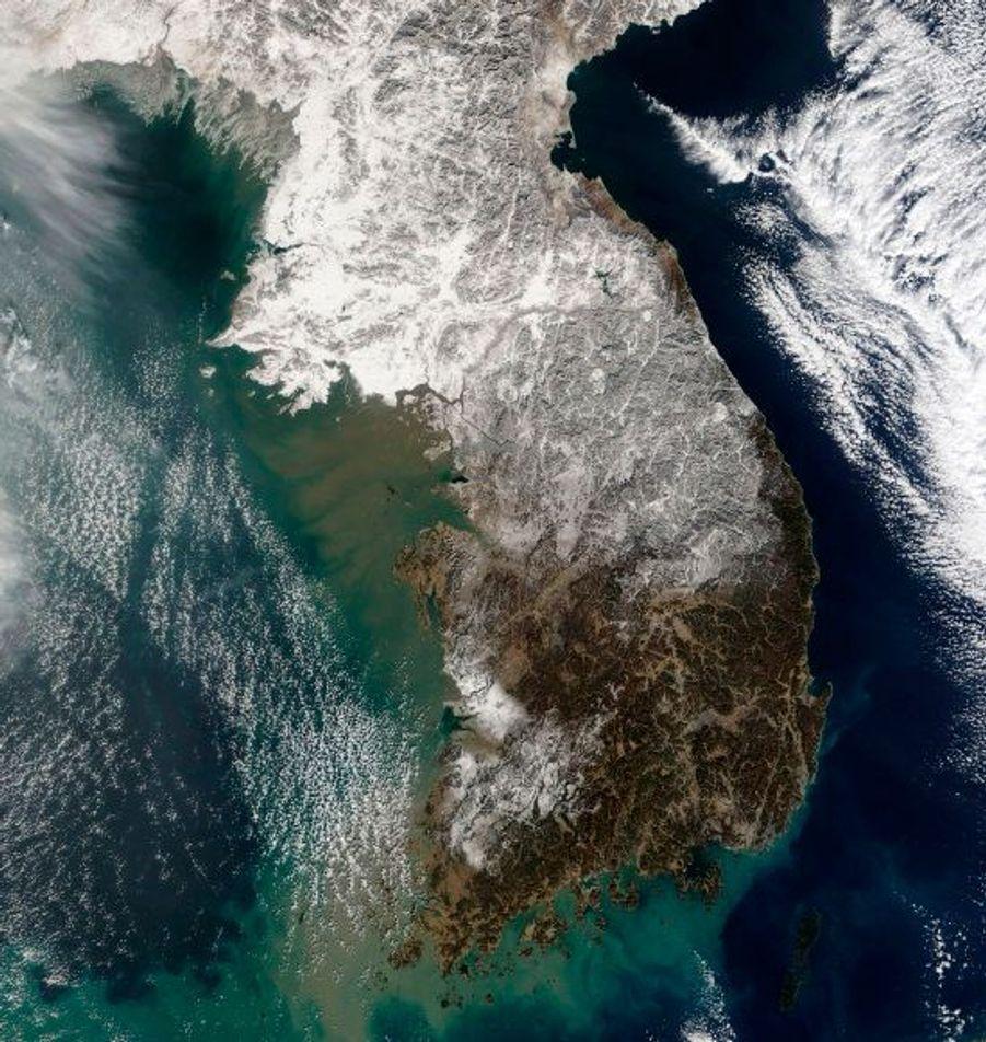 La neige a recouvert tout le nord de la péninsule alors que le sud est plus épargné.