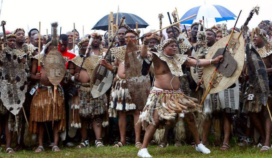 Le président sud-africain Jacob Zuma a pris part à la danse célébrant son cinquième mariage. L'heureuse élue est la Sud-Africaine Tobeka Madiba.
