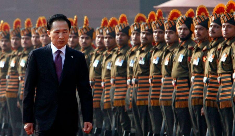 Le président sud-coréen effectue une visite de quatre jours en Inde. Ici à New-Dehli, il se dirige à une réception donnée au palais présidentiel.