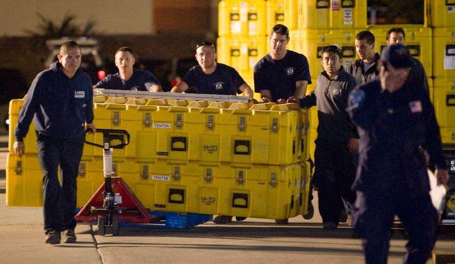 Dès l'annonce de la nouvelle du tremblement de terre meurtrier qui a frappé Haïti, les pompiers de Los Angeles et de la Californie ont affrété du matériel et des vivres.